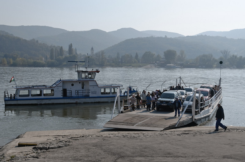 Bei Szob haben wir die Fähre zum anderen Ufer genommen.