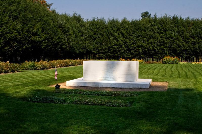 Roosevelt's Grave.jpg
