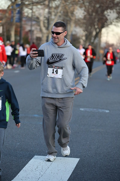 Toms River Police Jingle Bell Race 2015 - 01206.JPG