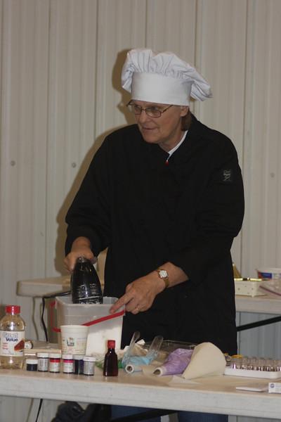 Mid-Week Adventures - Cake Decorating -  6-8-2011 065.JPG