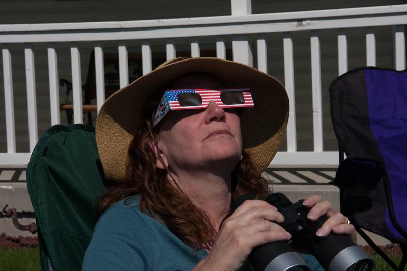 IMG_9938EclipseGlassesLindaBinoculars_auto.jpg