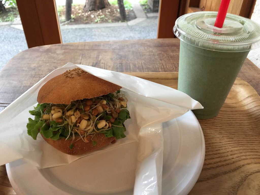Bean sprout burger and Detox smoothie