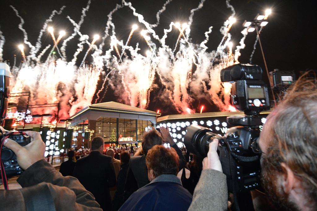 . Art Van Eslander\'s holiday display kick-off at the Warren headquarters was always a big party !