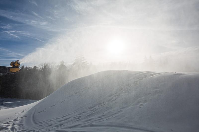 Snowmaking 1920-3664.jpg