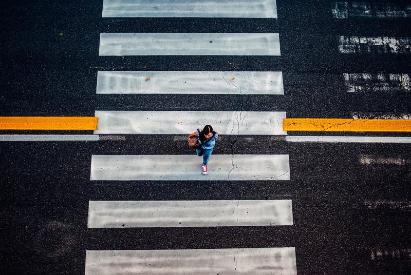 woman crosswalk bologna vsco kodak ektar 100 cool (1 of 1).jpg