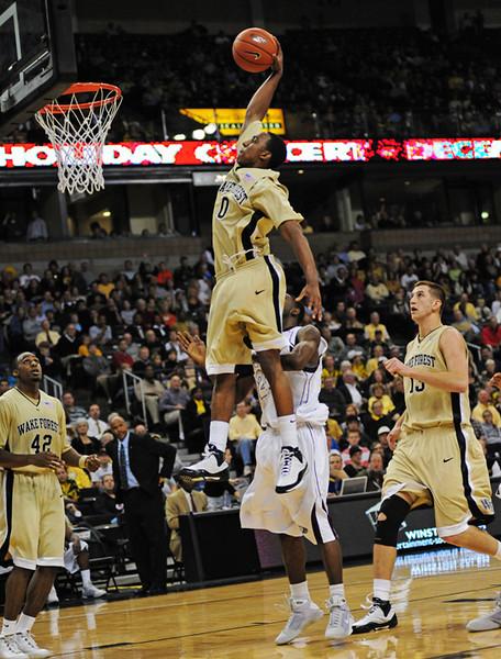 Teague dunk.jpg