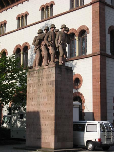 statue_1.jpg