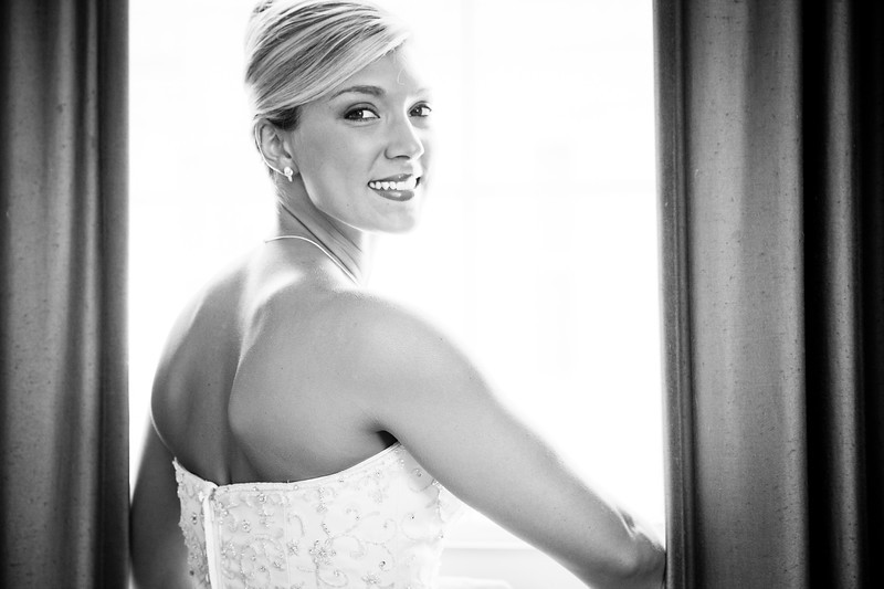 This Bride was photographed at the Jefferson Hotel in downtown Richmond by Ranson photography.  Robert Ranson is a Richmond Virginia wedding photographer who also does destination wedding.