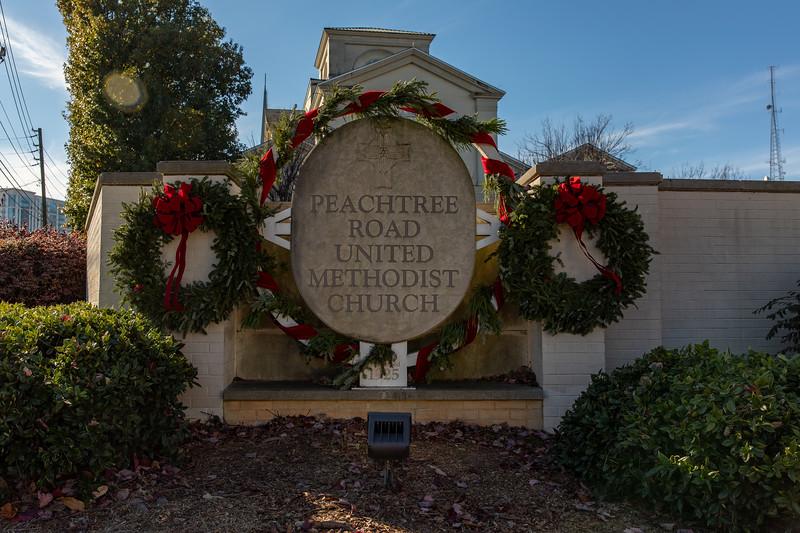 12.09.20 Wreaths on PRUMC Sign
