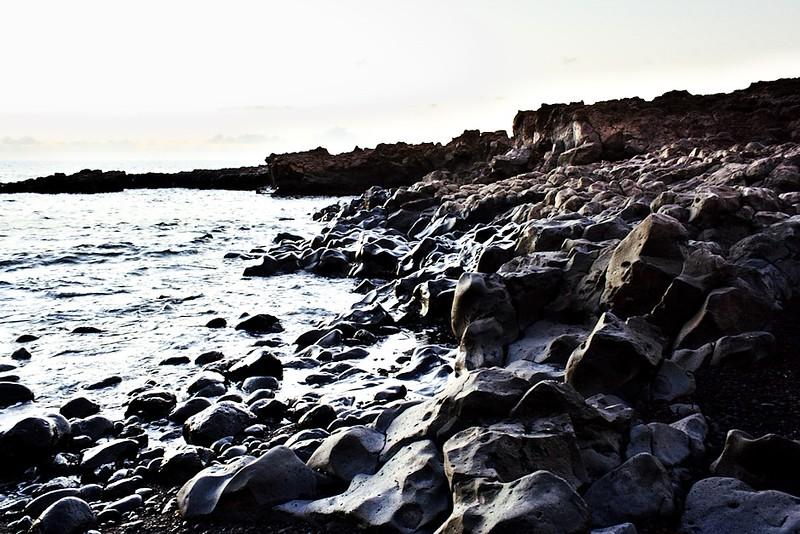 Celé pobřeží je krásně omleté, bohužel pro jeho fotografování ale nebyly právě nejvhodnější světelné podmínky