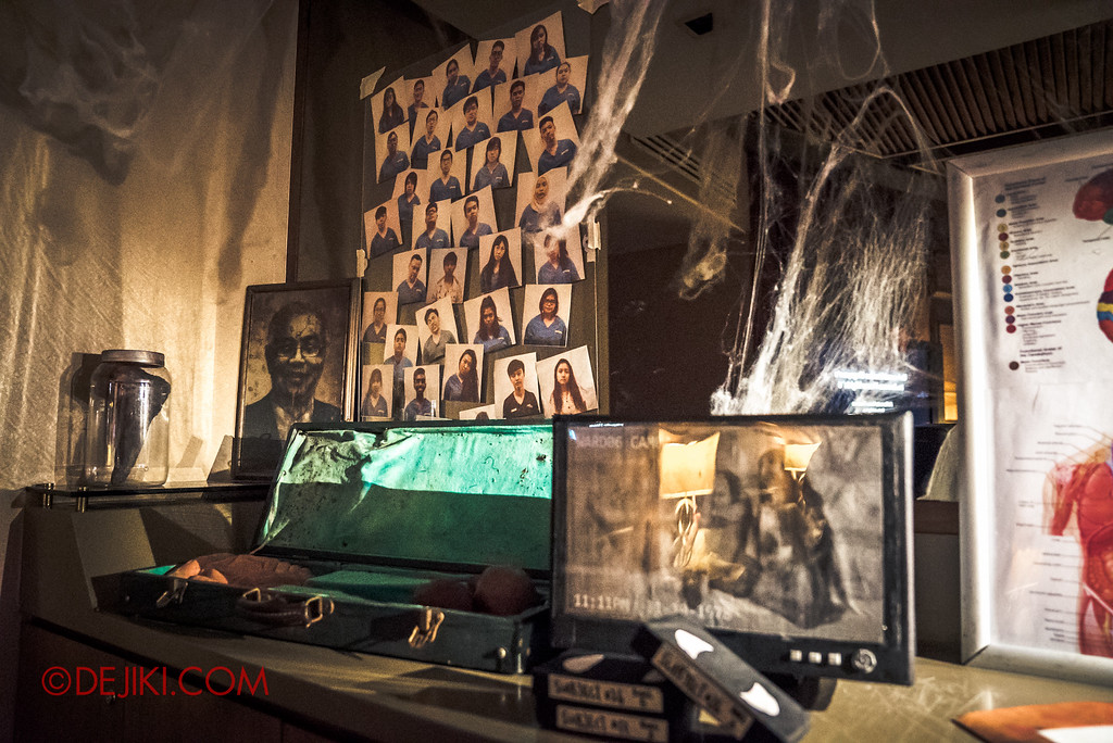 Halloween Horror Nights 6 - RIP Tour review / VIP Reception Haunted Hospital 2016 decor props wall