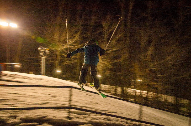 Nighttime-Rail-Jam_Snow-Trails-154.jpg