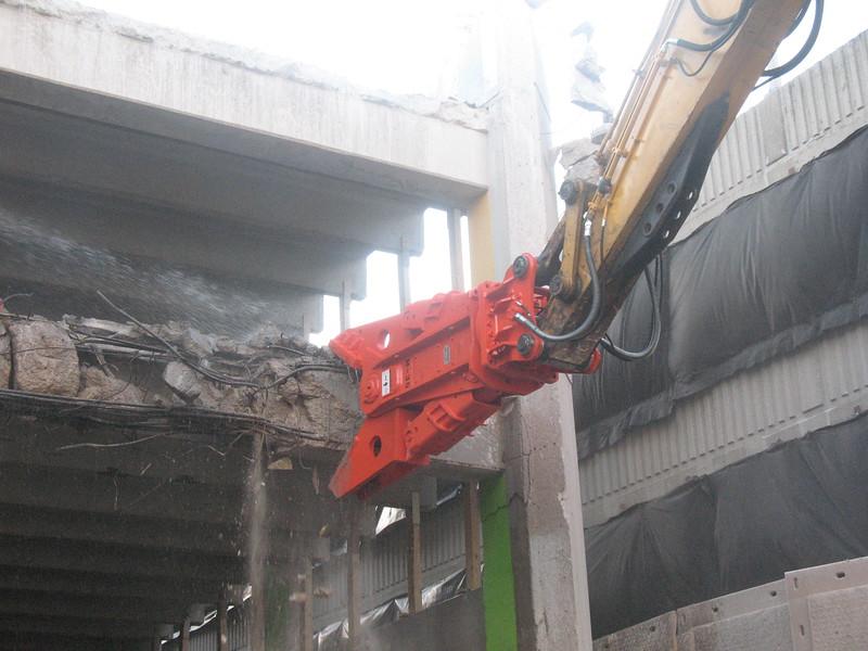 NPK M38G concrete pulverizer on Deere excavator-commercial demolition (6).JPG