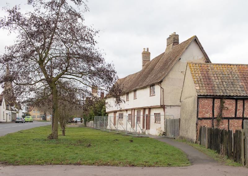 Manor Farm in a poor state (Feb 2014). Photograph by Mark Heath