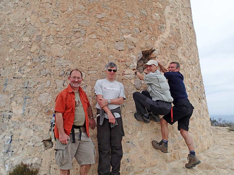 Doug, Gris, Vic and Paul hanging around on the El Portet