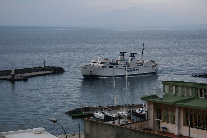 2011 - F/B GIOVANNI BELLINI arriving to Capri.