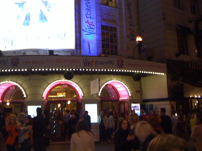 June 22/13 -  Outside the Piccadilly Theatre (16 Denman St.) after the 7:30 performance of Viva Forever!