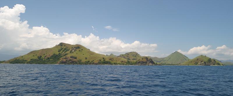 IN241-Komodo seashore.JPG