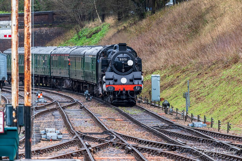 80151 approaches Horsted Keynes from the north