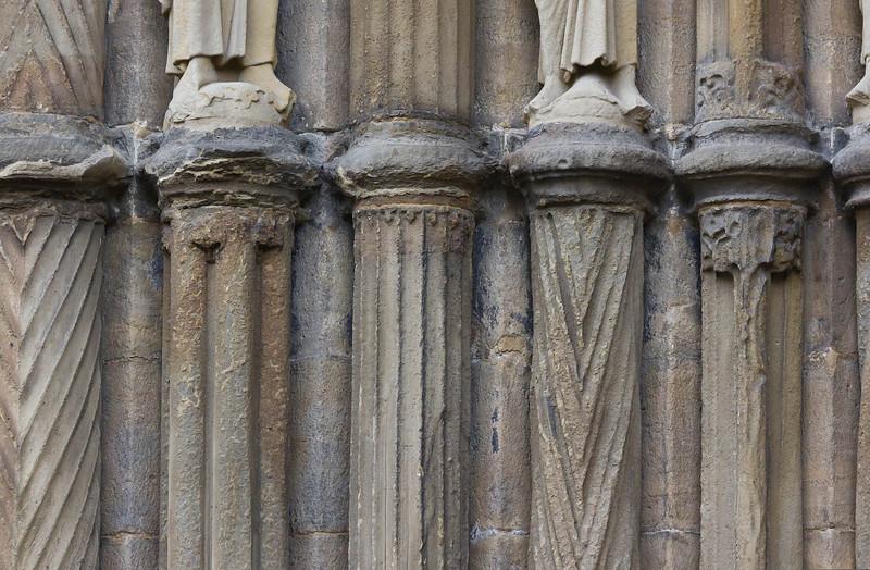 Bamberg. Dom: Fürstenportal, Säulendetails