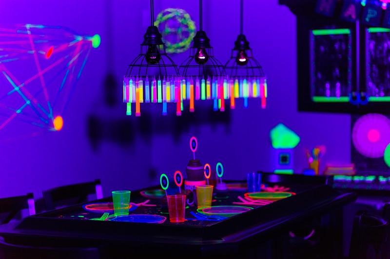 BlackLightParty-DSC03646.jpg