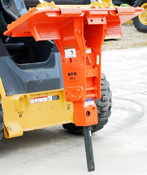 NPK PH2 hydraulic hammer on Deere skid steer (25).jpg