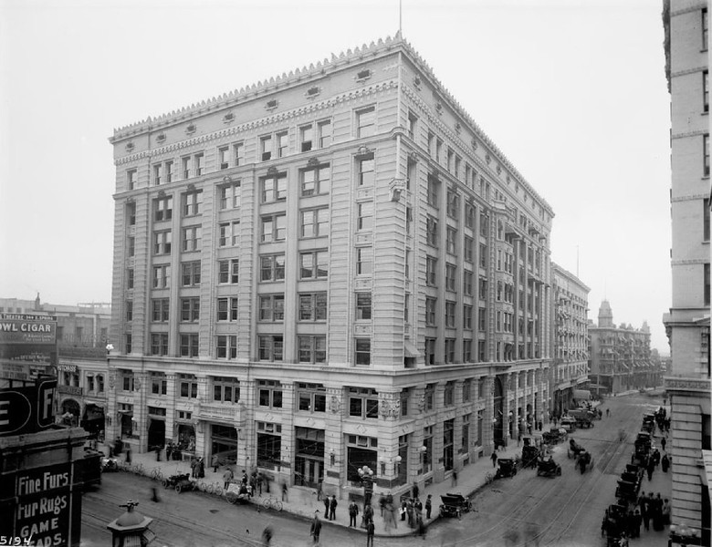 External view of the Herman W. Hellman building on Spring Street and 4th Street, Los Angeles, 1908