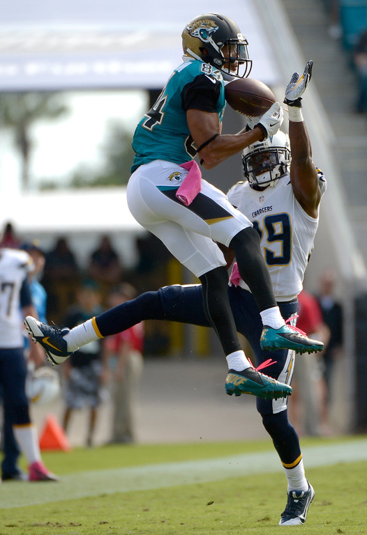 . Jacksonville Jaguars wide receiver Cecil Shorts (84) catches a pass in front of San Diego Chargers cornerback Shareece Wright, right, during the second half of an NFL football game in Jacksonville, Fla., Sunday, Oct. 20, 2013. The Chargers won 24-6.(AP Photo/Phelan M. Ebenhack)