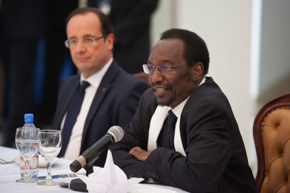 "Description of . Mali\'s interim president Dioncounda Traore speaks beside France\'s President Francois Hollande (L) at the presidential palace in Bamako, Mali February 2, 2013. Malians chanting ""Thank you, France!\"" mobbed Hollande on Saturday as he visited the desert city of Timbuktu, retaken from Islamist rebels, and pledged France\'s sustained support for Mali to expel jihadists. Hollande, accompanied by his ministers for defence, foreign affairs and development, was on a one-day trip to the Sahel nation to support French troops who in three weeks have ousted fighters allied with al Qaeda from Mali\'s main northern towns. REUTERS/Joe Penney"