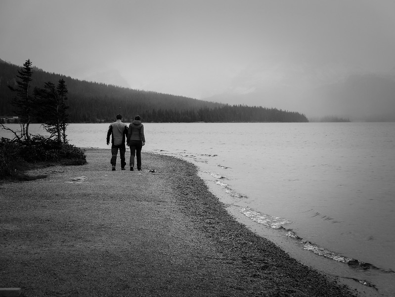 A cold walk along the shore of Bow Lake