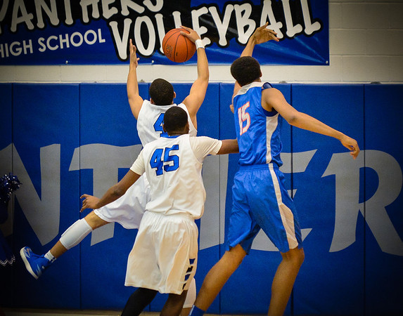 Basketball Varsity Boys vs  Bowie 01-28-14-12