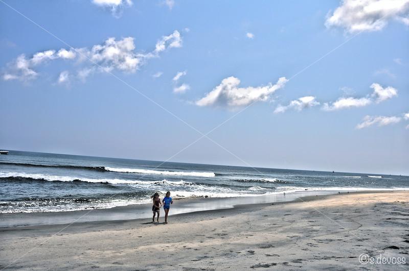 beachgirlsHDR_0279 smWm.jpg