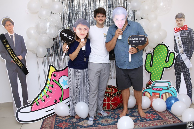 graduation-party-class-of-2021-instant-print-photo-booth-in-ho-chi-minh-Chup-hinh-in-anh-lay-lien-Tiec-Tot-Nghiep-2021-WefieBox-Photobooth-Vietnam-cho-thue-photo-booth-049.jpg