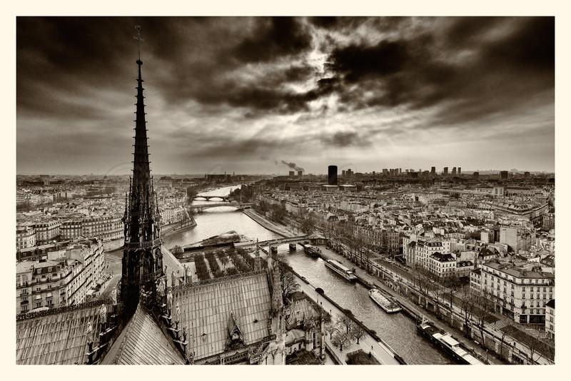 Notre-Dame_20150219_0198-B&W.jpg