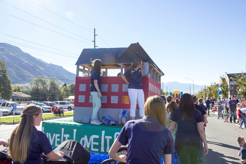 2015_10_10_Homecoming_Parade_7770.jpg