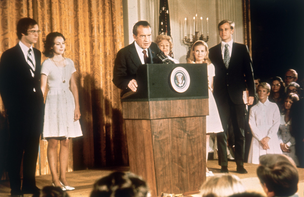 . American politician Richard Nixon (1913 - 1994) at the White House with his family after his resignation as President, 9th August 1974. From left, son-in-law David Eisenhower, Julie Nixon-Eisenhower, Richard Nixon,  Pat Nixon (1912 - 1993), Tricia Nixon and her husband Edward Cox, August 1974. (Photo by Keystone/Hulton Archive/Getty Images)