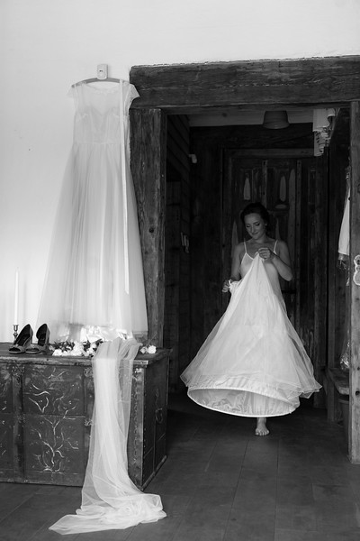 Alise&Andris-Gettingready-53-Edit.jpg