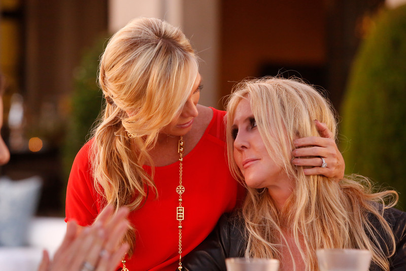 """. REAL HOUSEWIVES OF ORANGE COUNTY -- All Housewives Clam Bake at Heather\'s\"""" -- Pictured: (l-r) Tamra Barney, Vicki Gunvalson -- (Photo by Vivian Zink/Bravo)"""