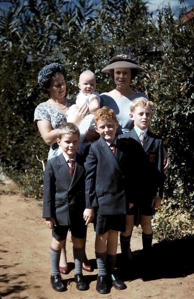 1960-4-10 (20) Lynette, Louise, Nancy, Peter, Tom & Bernie.JPG