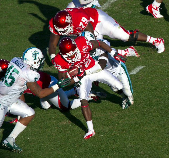UH's Payne being tackled