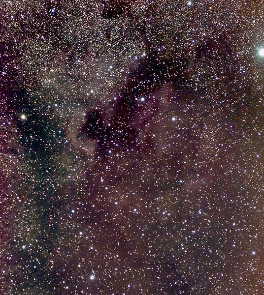 Mlhovina NGC7000 Severní Amerika a mlhovina IC5070 Pelikán. 18.8. a 19.8.2012. Canon 350D (nemodifikovaný), Pentacon 135mm, f/4, ISO1600, 130x45s, EQ2.