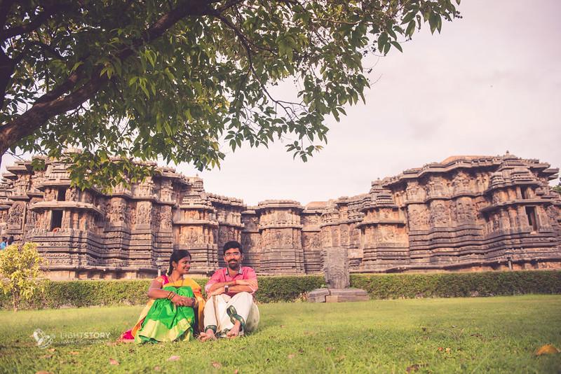 LightStory-CoupleShoot-Hassan-Bangalore-Hoysaleswara-Halebidu-Sunflowers-063.jpg