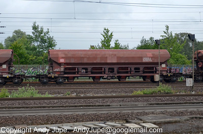 T Coded (80) (Goods wagon with opening roof)