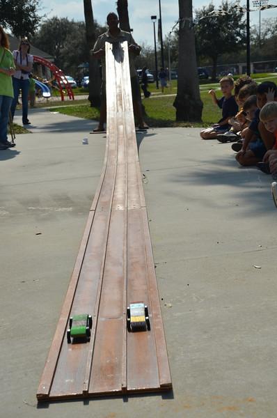 2012 01 28 pinewood derby 082.JPG