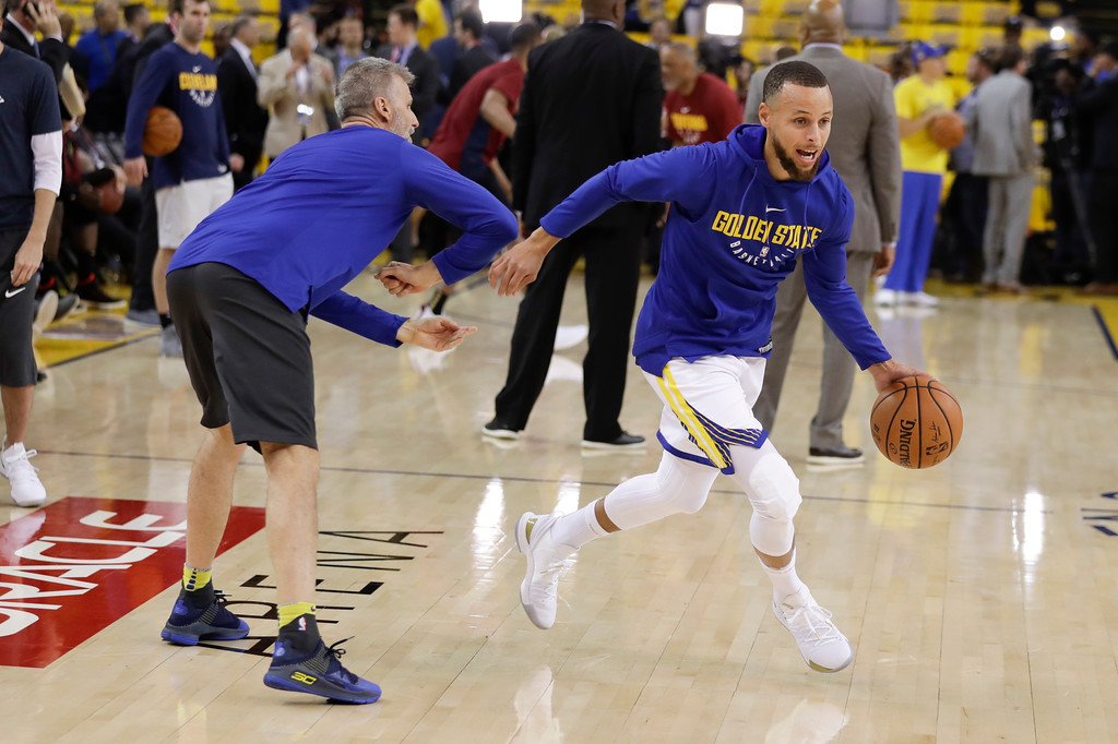 . Golden State Warriors guard Stephen Curry, right, warms up with assistant Bruce Fraser before Game 1 of basketball\'s NBA Finals between the Warriors and the Cleveland Cavaliers in Oakland, Calif., Thursday, May 31, 2018. (AP Photo/Marcio Jose Sanchez)