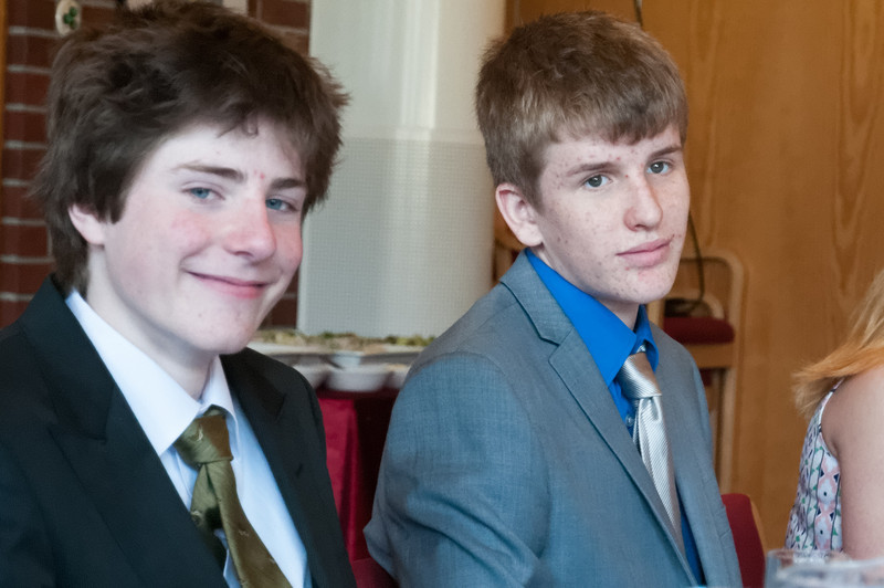 Die Firmlinge Paul und Oskar.