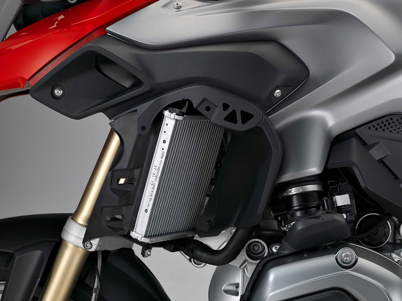 2013_bmw_new_r1200gs_water_cooling_radiator.jpg