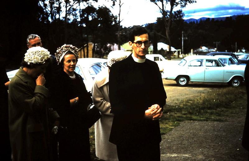1961-8-19 (38a) Marie & Syd Grant, Lynette Swan, Margaret Holzer & Rev Read.JPG