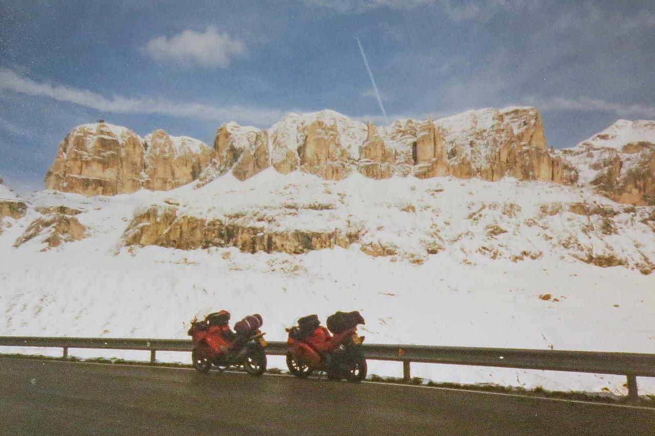 September 1998 Dolomieten Passo Pordoi. In klassiek Italiaans gezelschap