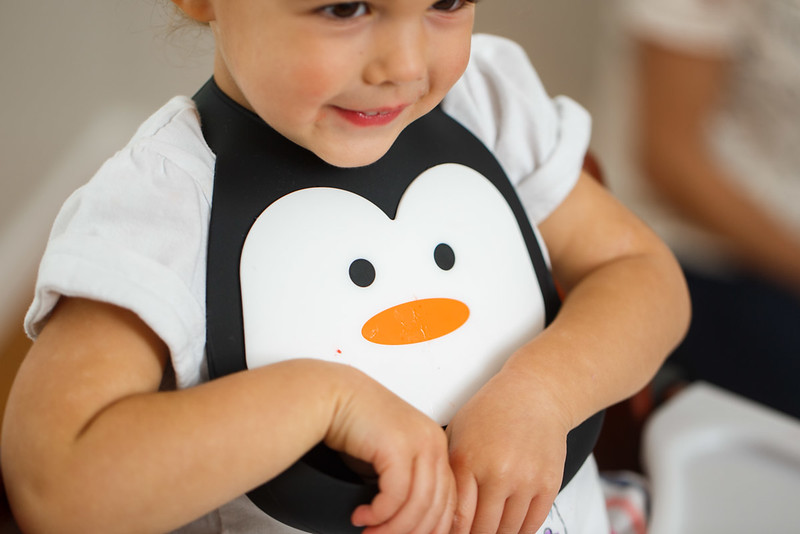 Make_My_Day_Bib_Penguin_lifestyle (95).JPG
